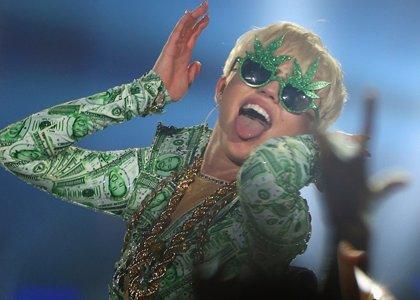 Miley Cyrus y Flaming Lips versionan en directo a The Beatles