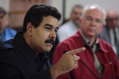 """Maduro dice que sería """"una lástima"""" que la oposición se retire de la mesa de diálogo"""
