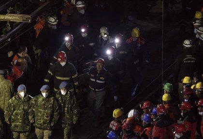 Un nuevo incendio paraliza las tareas de rescate en la mina turca