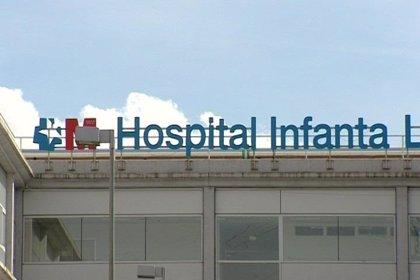 Usuarios del Hospital Infanta Leonor denuncian que la basura se acumula en los alrededores desde hace años
