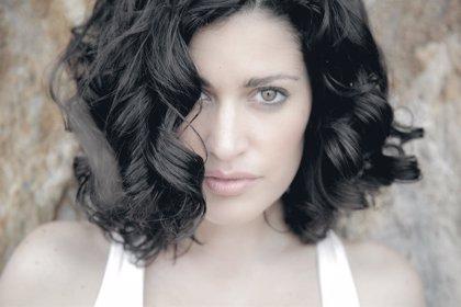 Elena Gadel explora la ternura en su nuevo disco pop 'Delicada'