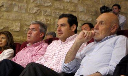 """Moreno defiende los """"hechos"""" del PP a favor del olivar frente a las """"frases huecas"""" del PSOE"""