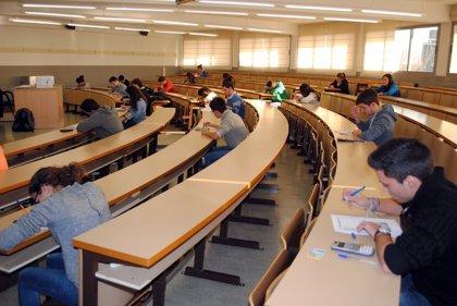 Un total de 700 docentes se inscriben en las pruebas Aptis de nivel de inglés