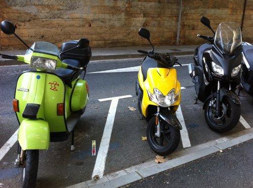 Aparcamiento De Motocicletas Y Ciclomotores En Sant Cugat Del Vallès (Barcelona)