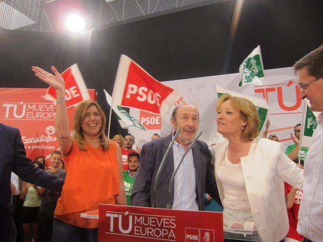 Susana Díaz, Alfredo Pérez Rubalcaba y Mari Carmen Ortiz en un mitin