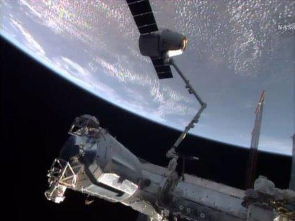 La nave Dragon regresa a la Tierra con 1.500 kilogramos de muestras