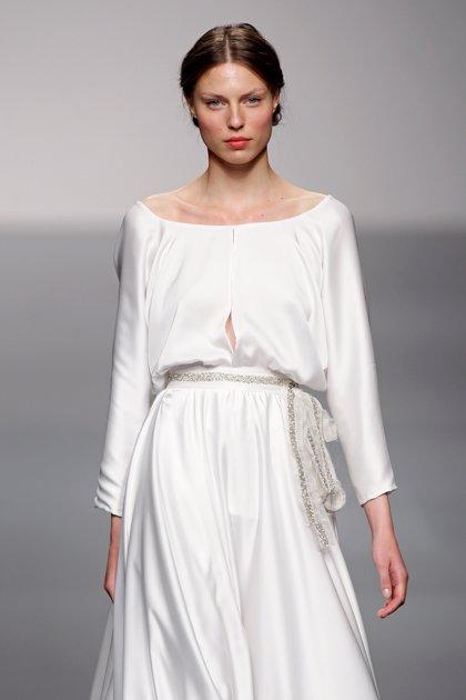 La diseñadora murciana Paula del Vas participa este martes en la Pasarela Costura España