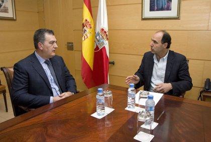 Diego ofrece apoyo del Gobierno a la creación del Colegio de Biólogos
