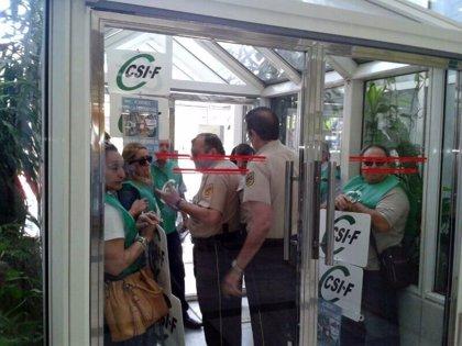 200 delegados de Sanidad de CSIF-A se encierran en las delegaciones de Salud contra la precariedad laboral