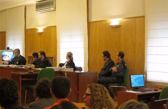 El agente condenado, durante la celebración del juicio en Valladolid.