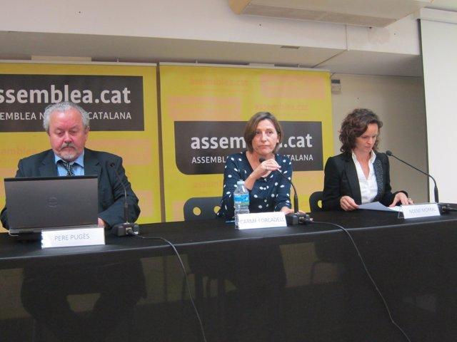 Carme Forcadell, Pere Pugés y Noemí Morral de la ANC
