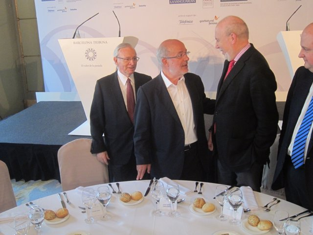 M.Valls (Cámara De Comercio), J.M.Terricabras (ERC) Y El Periodista M.Carol.