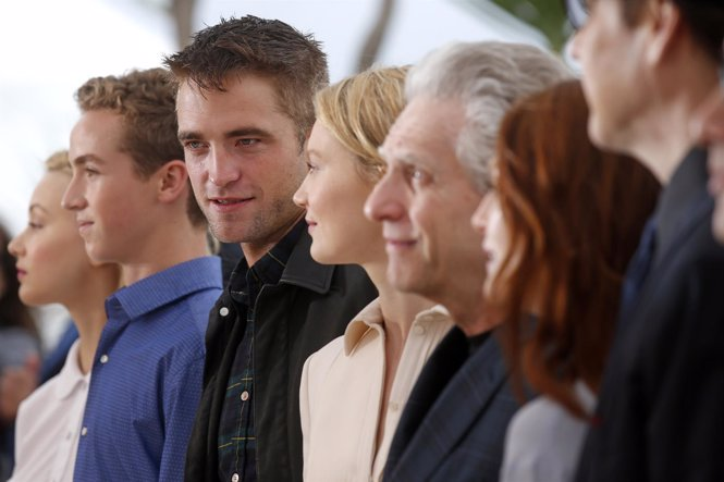 El reparto de 'Maps to the stars' posa junto a David Cronenberg