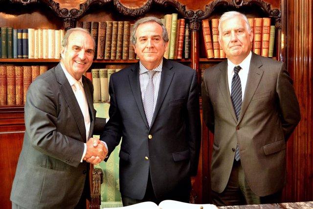 J.Gay de Montellà (Fomento) y el pte. De la patronal chile CPC A.Santa Cruz
