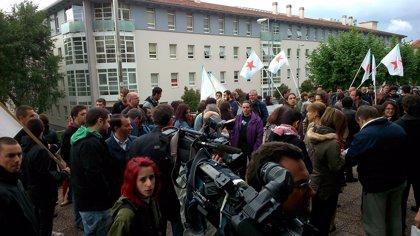 """Medio centenar de personas muestra su """"solidaridad"""" con 12 independentistas procesados"""