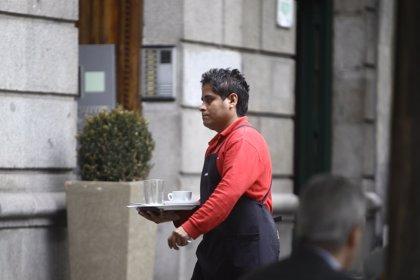 El personal ocupado en el sector servicios en el Principado baja un 2% en marzo