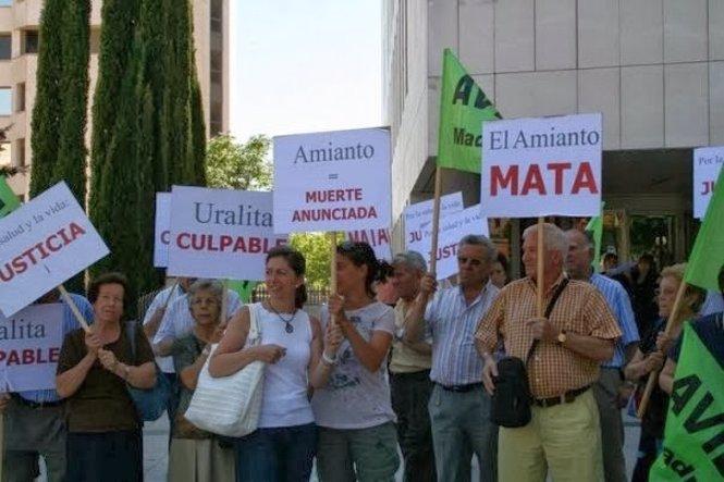 Protesta contra el uso de amianto por parte de la empresa Uralita