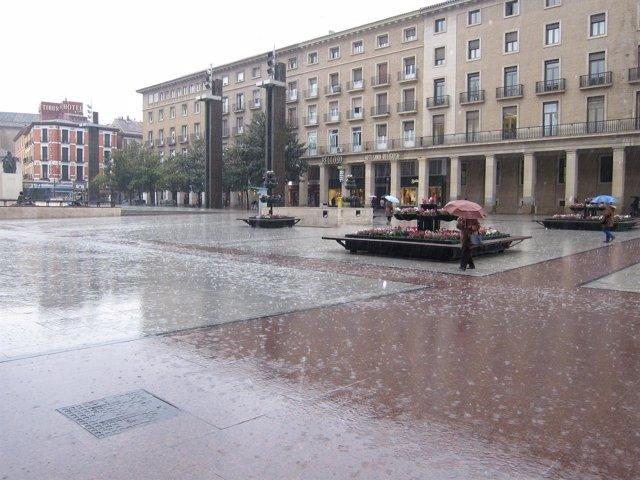 Lluvia En La Plaza Del Pilar De Zaragoza. Temporal, Frío, Lluvia