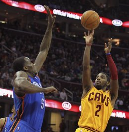 Kyrie Irving, Cleveland Cavaliers, ante Perkins, Oklahoma City Thunder