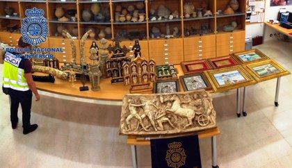 La Policía desarticula un grupo que pretendía estafar 200.000 euros en obras de arte falsificadas