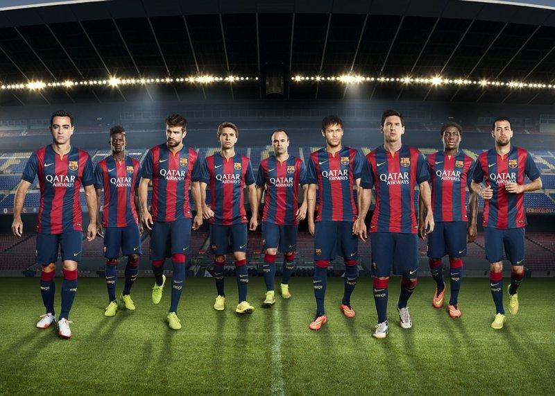 La nueva camiseta del Barça vuelve a los orígenes con barras anchas. Nueva  equipación del FC Barcelona 2014-2015 596f3d67471