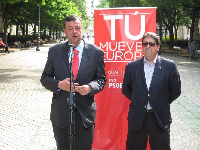 Los parlamentarios socialistas Juan José Lizarbe y Pedro Rascón.
