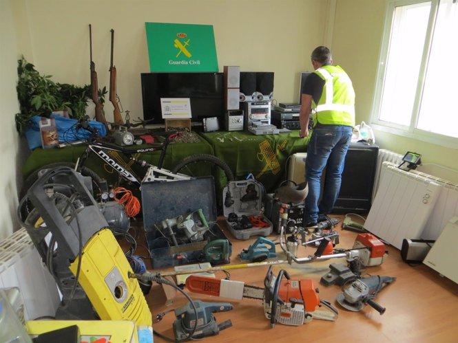 Material intervenido por la Guardia Civil por robos en A Coruña y Lugo.