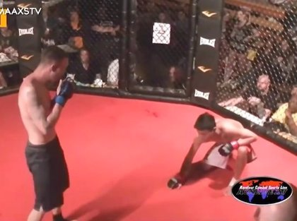 Derroche de deportividad de este hombre que deja ganar a su oponente en un combate de MMA