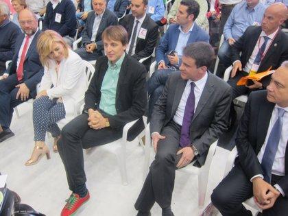 """Navarro reivindica que sólo """"la fuerza de la gran familia socialista"""" puede cambiar Europa"""