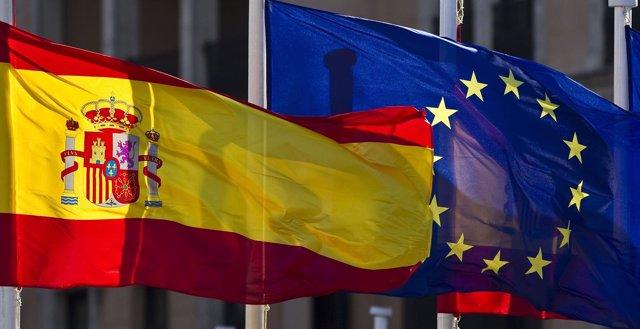 Bandera De España Y Bandera De La Unión Europea