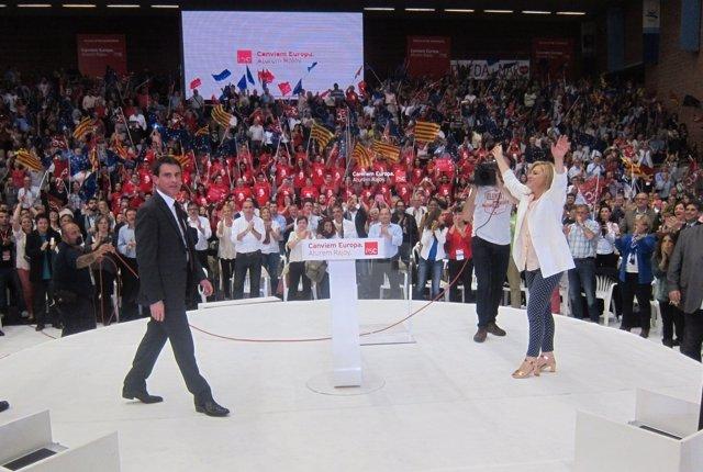 El primer ministro Manuel Valls y Elena Valenciano (PSOE)