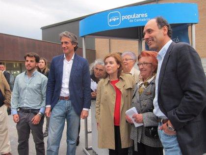"""Sáenz de Santamaría:  """"Vivo en el país que Zapatero arruinó y que ahora tiene esperanza"""""""
