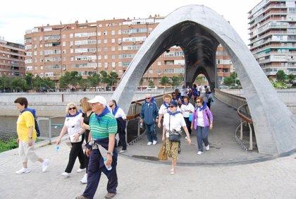 Más de 400 mayores participan este jueves en la V edición de 'Arganzuela Camina', un paseo saludable por Madrid Río