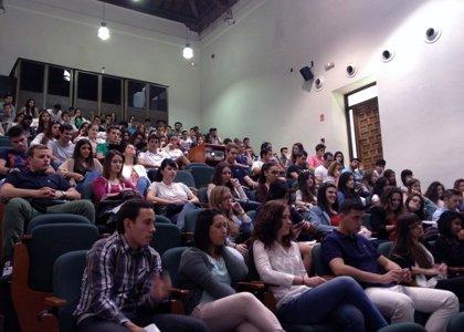 Alumnos de la UCLM presentan cinco planes de marketing a la empresa Delaviuda