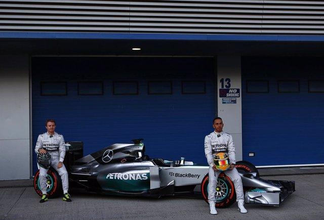 Hamilton y Rosberg con el nuevo W05