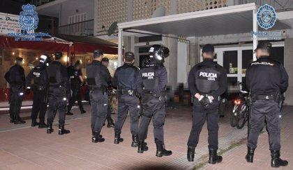 La Policía desarrolla un macro dispositivo nocturno en las zonas más conflictivas del Arenal