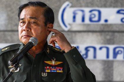 El líder del golpe de Estado asegura tener que sacrificarse por el interés nacional