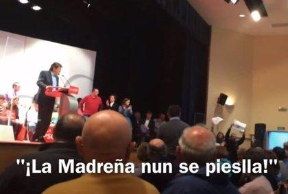 Activistas de La Madreña irrumpen en el cierre de campaña del PSOE