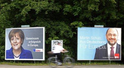 Las elecciones europeas, un trámite para Merkel aunque con invitados incómodos