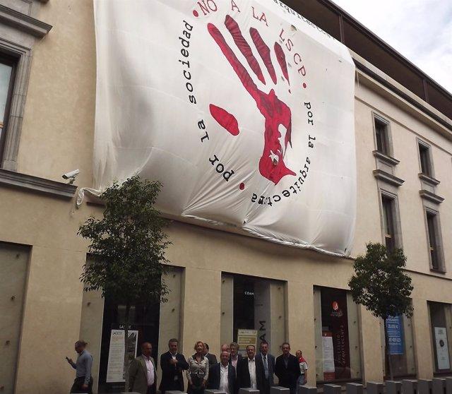 Arquitectos andaluces se encierran en el Colegio de Madrid