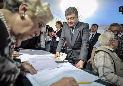 Poroshenko logra la elección directa, según sondeos a pie de urna