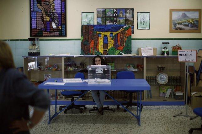 Mesa electoral en España