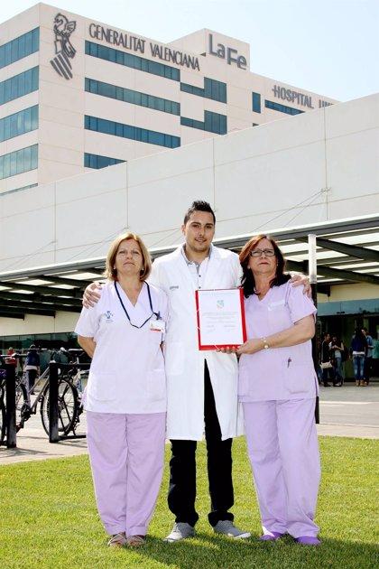 Enfermeros de la UCI pediátrica de La Fe premiados por una comunicación sobre prevención de la neumonía