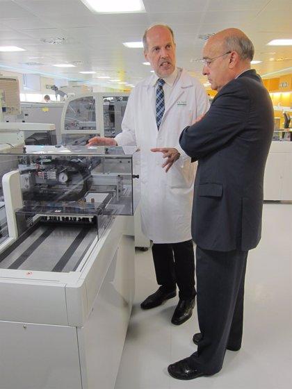 El Clínic estrena un laboratorio automatizado pionero que permitirá ahorrar 1,6 millones en 8 años
