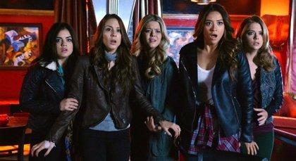 Las máscaras vuelven en el cartel de la quinta temporada de Pretty Little Liars