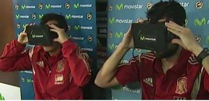 Pedro y Albiol experimentan la rutina de la Selección con unas Oculus Rift