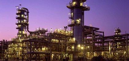 Economía.- (Amp.) Técnicas Reunidas se adjudica por 2.000 millones la modernización de la refinería peruana de Talara
