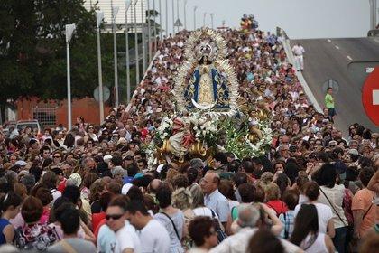 Unas 75.000 personas asisten a la bajada de la Virgen de Los Ángeles