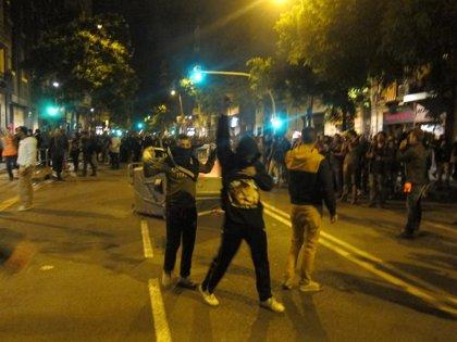 Cuarta noche de altercados y cargas policiales en Barcelona