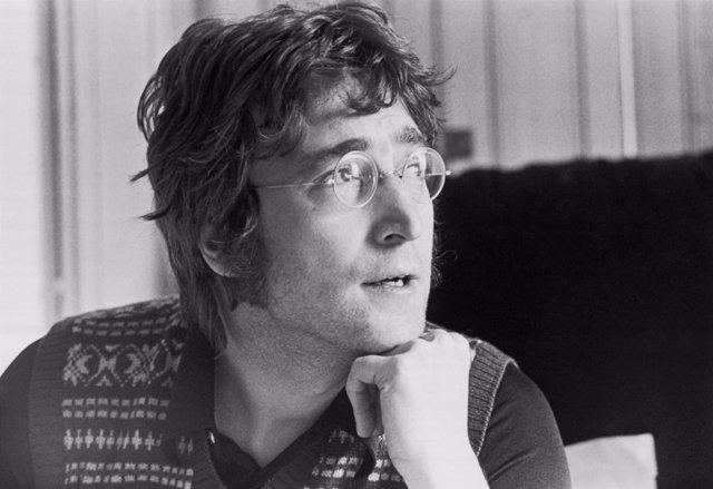 Manuscritos y dibujos de John Lennon, a subasta en Nueva York